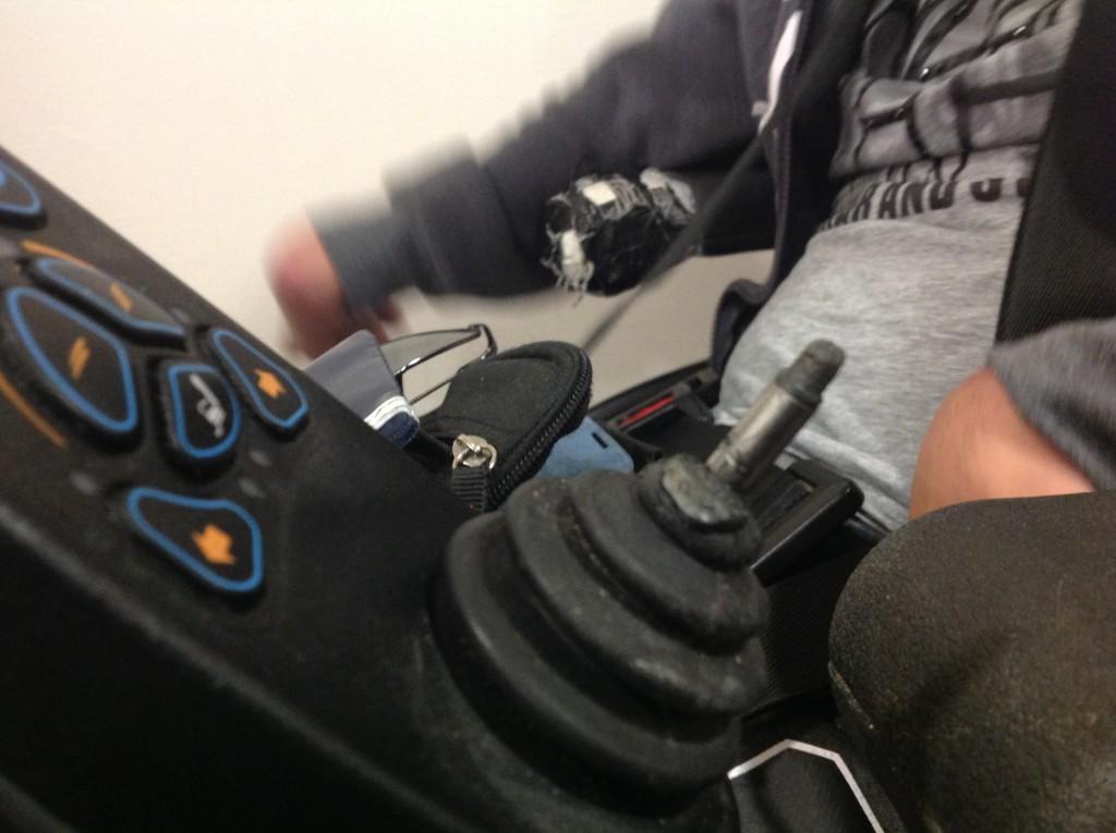 La manette de fauteuil roulant